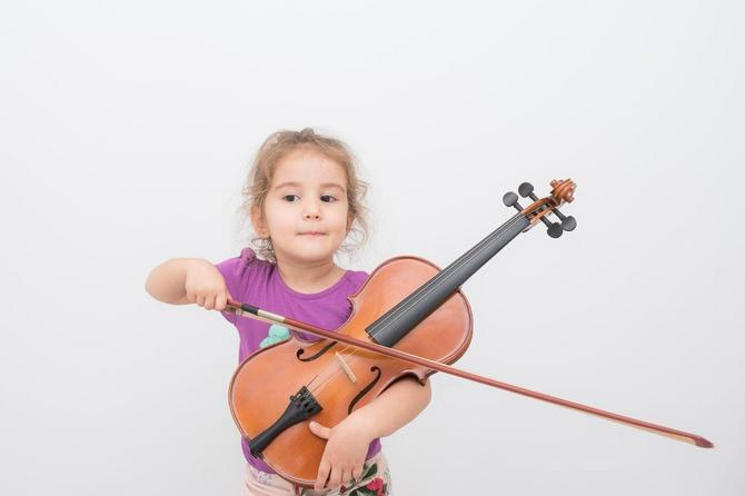 Pevanje pesama je sjajan način da deca bolje savladaju jezik i izgovaraju reči