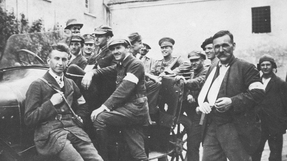 III powstanie śląskie - grupa powstańców (zdjęcie ilustracyjne)