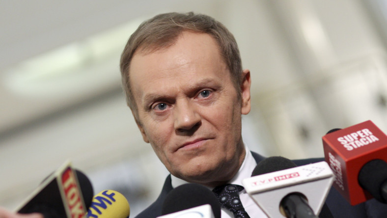 Tusk kontra Kaczyński: Brutalnie wykorzystuje śmierć swoich bliskich