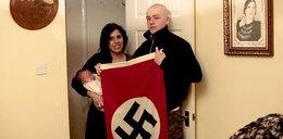 Nazwali syna Adolf, pozowali w strojach Ku Klux Klanu. Para neonazistów skazana