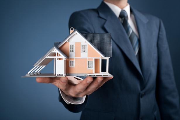 Podatek od nieruchomości ma charakter majątkowy, wiąże się z samym faktem władania majątkiem, a nie z uzyskiwaniem przy jego pomocy przychodów/dochodów