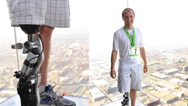 Dzięki protezie sterowanej myślami pokonał 103 piętra wieżowca
