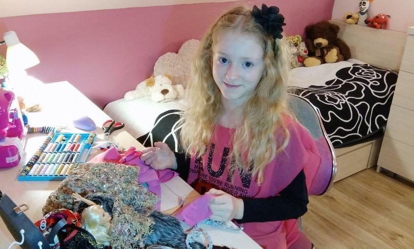 9-latka szyje piękne ubranka dla swoich lalek