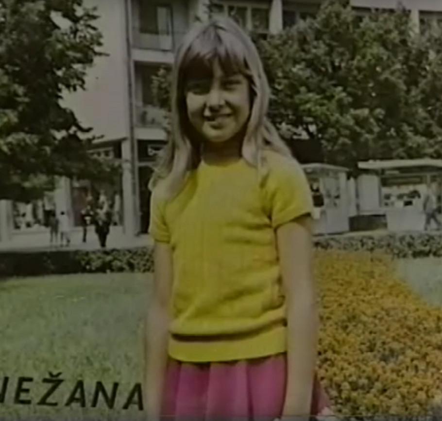 Snežana Đurišić kao devojčica na omotu prvog albuma