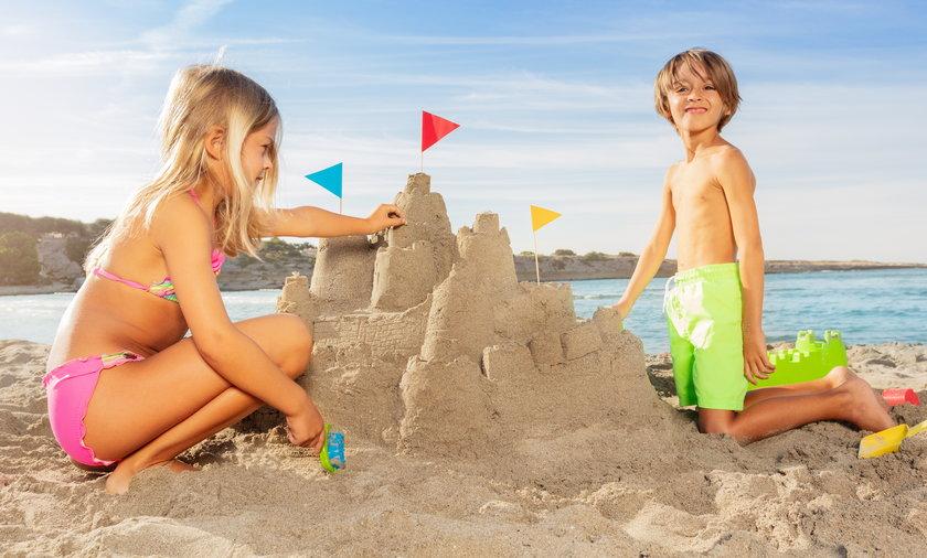 Bon turystyczny to 500 lub nawet 1000 zł na dziecko, które możesz wydać na wypoczynek dla dziecka, atrakcje, kolonie lub półkolonie.