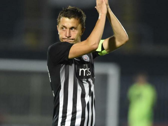 Saša Ilić ni u 39. ne odustaje od fudbala: A OVO je njegova supruga od koje se godinama NE ODVAJA!