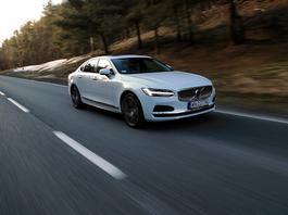 Volvo S90 Recharge T8 AWD – hybrydowy chłód