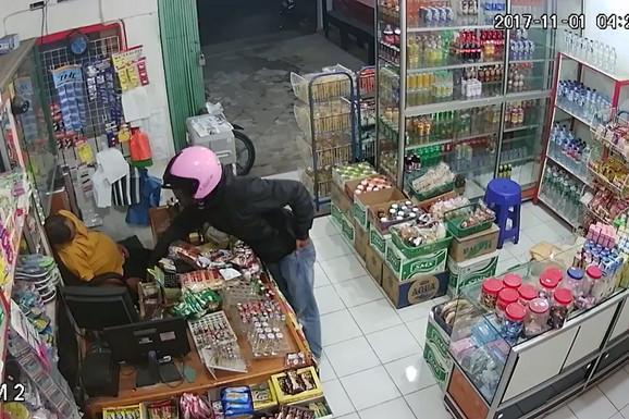 Pokušao je da opljačka USPAVANOG PRODAVCA, ali je zbog drhtavih ruku jedva izvukao ŽIVU GLAVU (VIDEO)