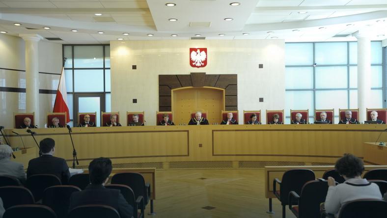 Sędziowie TK na sali rozpraw
