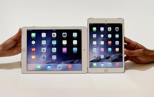 Apple iPad Air 2 i mini 3 Zaczynamy od produktów Apple, bo ich sukcesom na rynku, firmy technologiczne dostrzegły ogromny potencjał tabletów. Dziś, żaden liczący się na rynku producent, nie wyobraża sobie braku w portfolio tabletów właśnie. Sukces Apple polegał głównie na jakości wykonania, użytych technologiach wyprzedzających pozostałe koncerny. Jak prezentują się najnowsze tablety Apple?: iPad Air 2 Wyświetlacz Retina Multi-Touch o przekątnej 9,7 cala z podświetleniem LED, w technologii IPS. Rozdzielczość 2048 na 1536 pikseli przy 264 pikselach na cal (ppi). Procesor A8X z architekturą 64-bitową i koprocesorem ruchu M8. Czytnik linii papilarnych. Aparat 8 Mpx - tył i 1,2 MPx - przód. Cena: od 2599 z modemem, bez domu od 2099 zł. iPad mini 3 Wyświetlacz Retina, Multi-Touch o przekątnej 7,9 cala z podświetleniem LED, w technologii IPS. Rozdzielczość 2048 na 1536 pikseli przy 326 pikselach na cal (ppi). Powłoka oleofobowa odporna na odciski palców. Procesor A7 z architekturą 64-bitową i koprocesorem ruchu M7. Aparat 5 Mpx - tył i 1,2 MPx - przód. Cena: od 2199 modemem, bez modemu od 1699. Jeśli nie chcemy jednak wydawać aż tyle pieniędzy, warto przejrzeć starsze modele firmy Apple, które są tańsze o minimum kilkaset złotych.