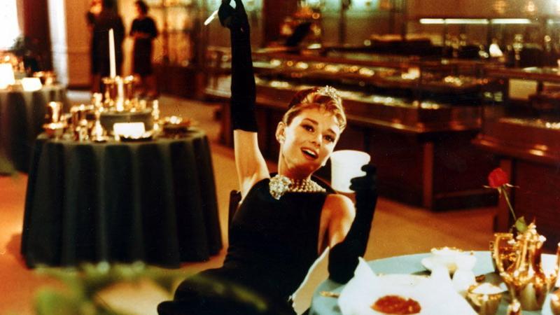 """Audrey Hepburn w """"Śniadaniu u Tiffany'ego"""", reż. Blake Edwards, 1961 r."""