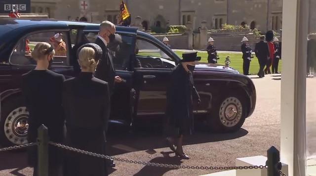 Kraljica Elizabeta ispred kapele Sv. Đorđe