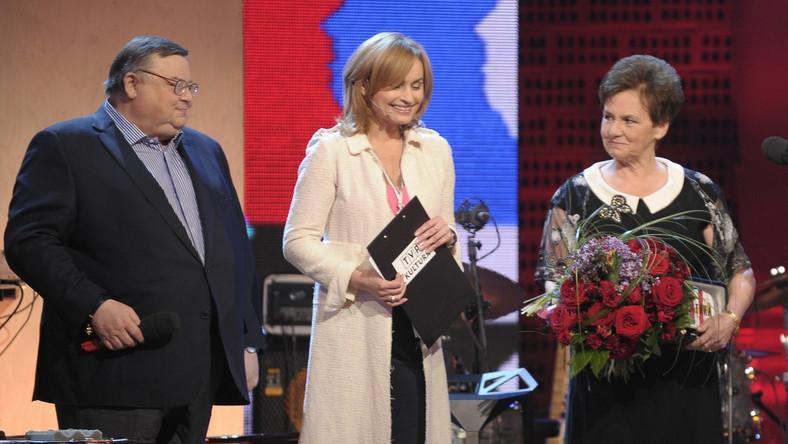 """Danuta Wałęsa odebrała nagrodę specjalną, Supergwarancje Kultury 2012 za książkę """"Marzenia i tajemnice"""""""