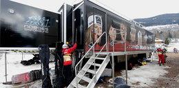 Zdjęcia z ciężarówki norewskich biegaczy. Tu się szprycują