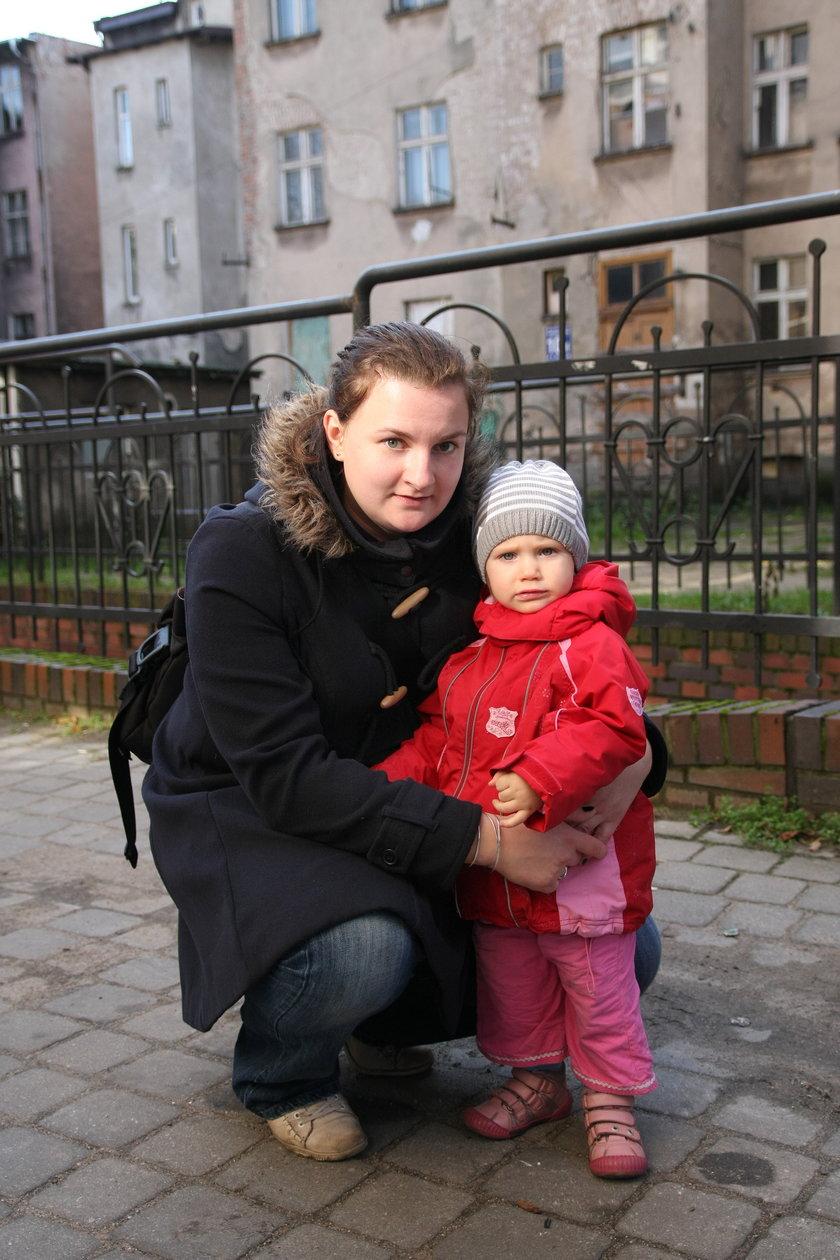 Anna Malecka (28 l.) z córką Marysią (2 l.)
