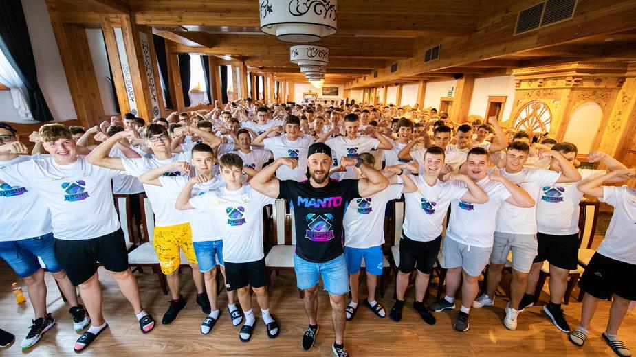 """Jarosław """"pasha"""" Jarząbkowski i uczestnicy Pasha Gaming Camp"""