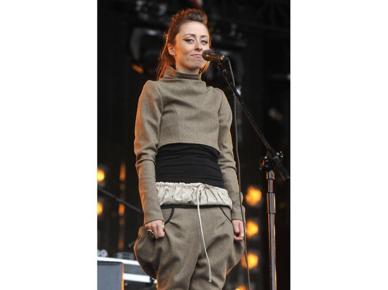 Na początku występu Natalia miała zasłonięty brzuszek.