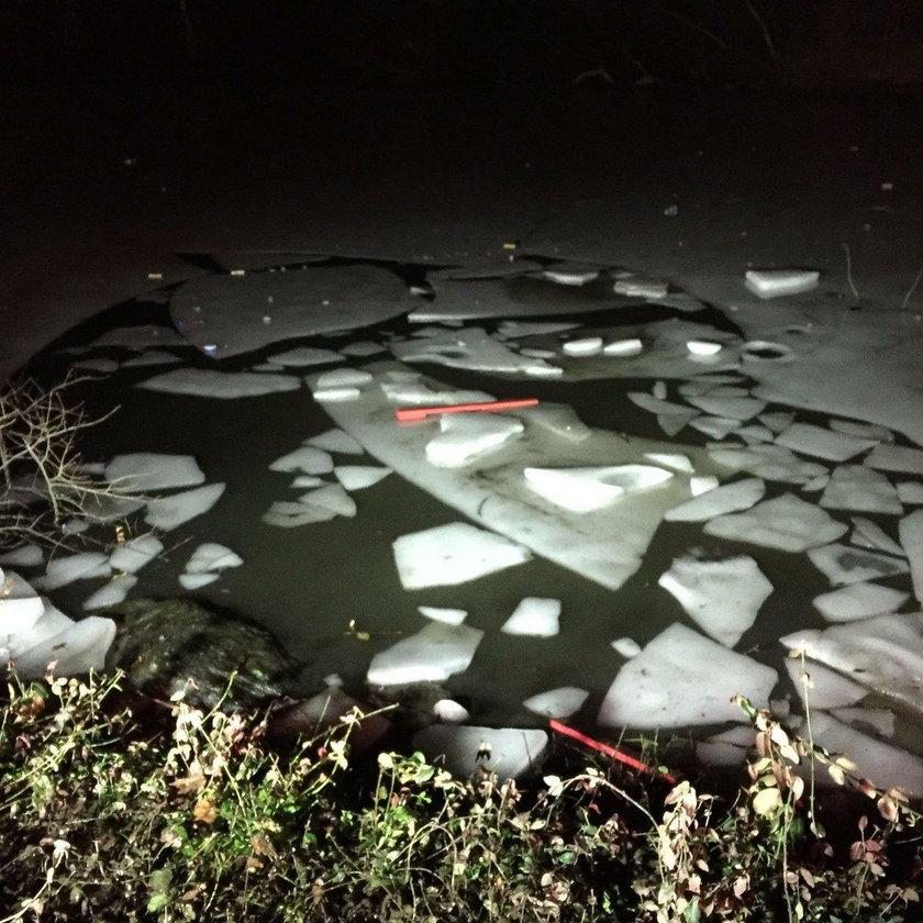 Lód załamał się pod grupą nastolatków