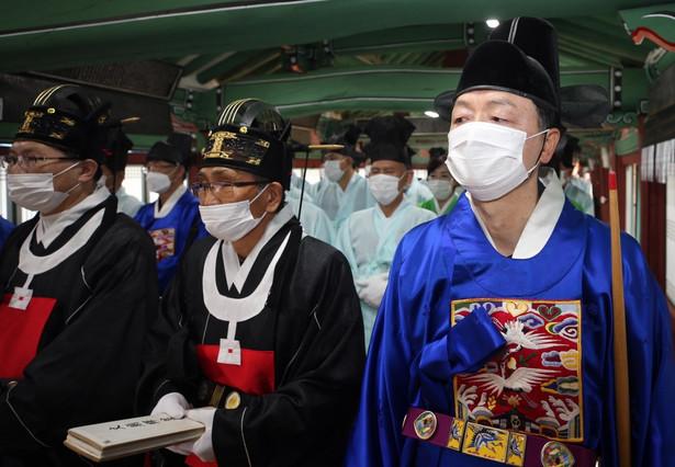 Z oddziałem ruchu Kościół Jezusa Shincheonji (Nowego Nieba i Ziemi) w mieście Daegu łączonych jest prawie 60 proc. spośród ponad 4,3 tys. zakażeń koronawirusem wykrytych dotąd w Korei Płd.