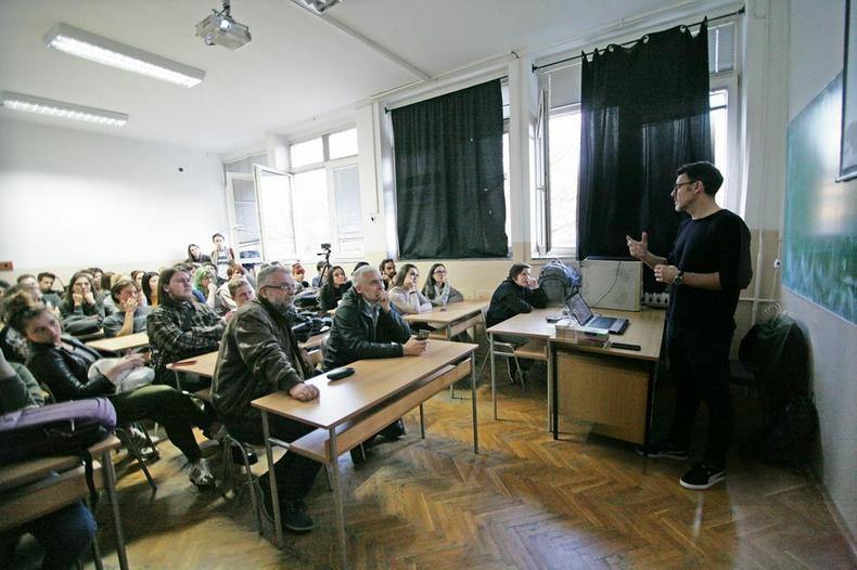 Učenici sa Slavimirom Stojanovićem Futrom