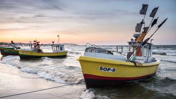 Kutry rybackie na plaży w Sopocie
