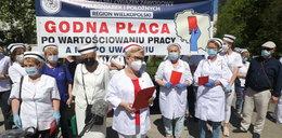 Pielęgniarki chcą wyższych zarobków. Trwa protest przed Sejmem