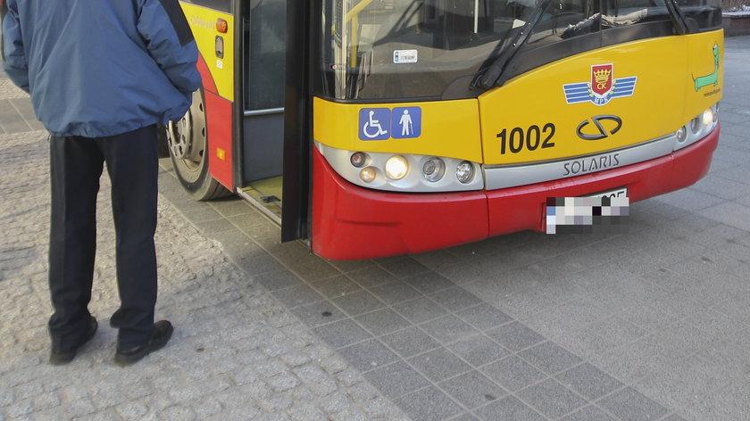 Horror w kieleckim autobusie. Nastolatka nie ustąpiła miejsca starszej kobiecie i rozpętało się piekło. Staruszka wpadła w furię