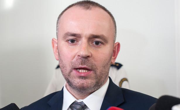 """W oświadczeniu przesłanym w środę PAP prokurator generalny podkreślił, że istotą jego najnowszego wniosku """"jest zbadanie przez Trybunał Konstytucyjny kompetencji polskich sądów do występowania z pytaniami prejudycjalnymi w sprawach, które nie są objęte regulacją prawa europejskiego""""."""