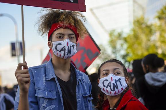 Ne mogu da dišem - protesti u Mineapolisu zbog smrti Džordža Flojda