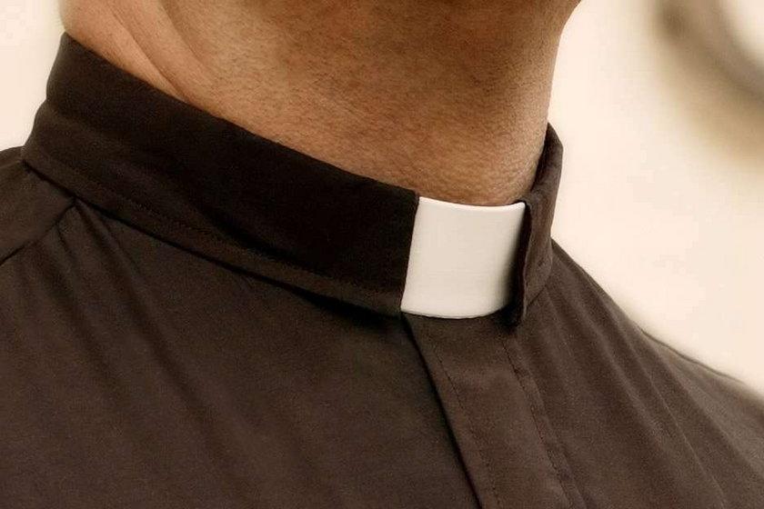 Co opętało księdza? Rozkopał cały kościół