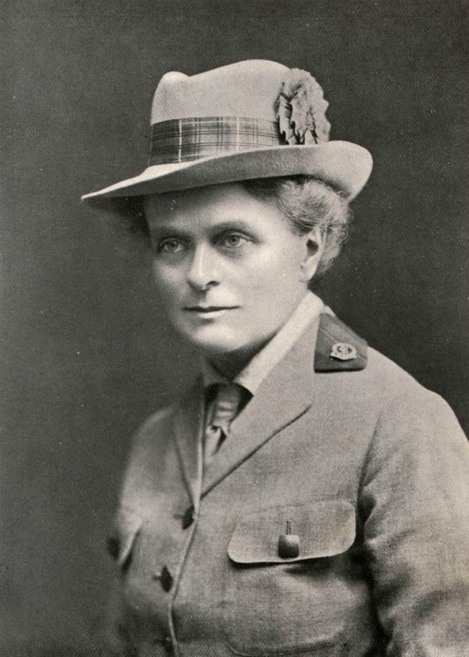 Škotski lekar i sufražetkinja Elsi Inglis, član škotskih vojnih bolnica u Srbiji u Velikom ratu, inspirisala je Dragu Ljočić da po njoj nazove svoju bolnicu za žene i decu