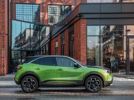 """Opel Mokka-e – stylowy """"elektryk"""" z zasięgiem ok. 300 km"""