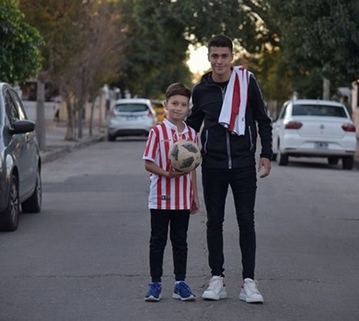 Mateo Garsija sa malim navijačem