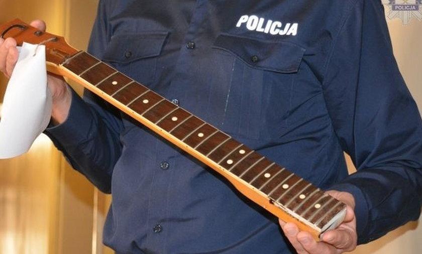 17-latek zaatakowany gryfem od gitary
