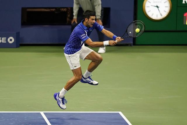 "Novak Đoković i teniski ""skok-šut"""