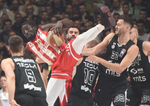 Detalj sa prethodnog večitog derbija u košarci između KK Crvena zvezda i KK Partizan