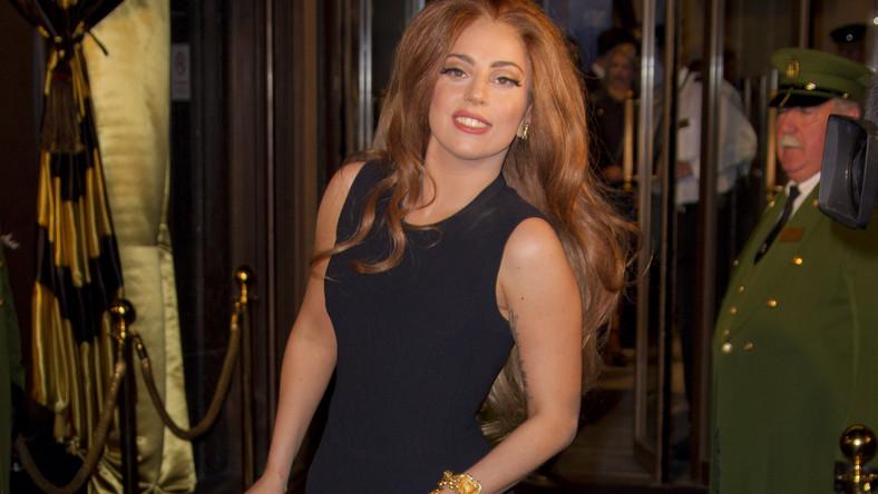"""Magazyn """"Forbes"""" przyznał 28-letniej Gadze tytuł najlepiej zarabiającej artystki poniżej 30. roku życia. W ostatnim roku wokalistka zarobiła 80 milionów dolarów. Gdyby nie przerwała w lutym swojej trasy koncertowej, zdaniem """"Forbesa"""" zgarnęłaby nawet 200 mln"""