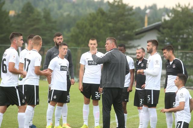 Savo Milošević i fudbaleri Partizana