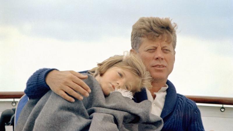 "Prezydent John F. Kennedy i Caroline Kennedy na pokładzie ""Honey Fitz"""