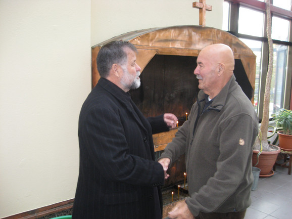 Parohija od Stokholma do Korune: sveštenik Milomir Tanasković (levo)