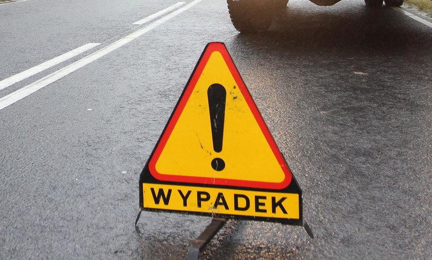 Wypadek autobusu i tira na obwodnicy Ozorkowa. Są ranni. Trasa Łódź – Łęczyca zablokowana