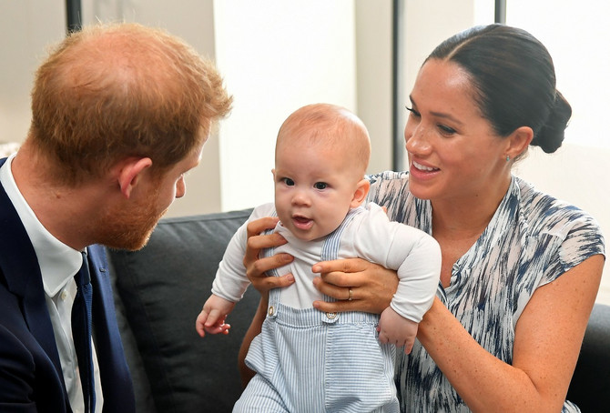 Kraljica kaže da bi volela da češće viđa malog Arčija