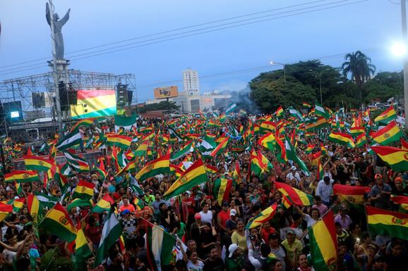 Narod slavi posle ostavke Eva Moralesa u La Pazu