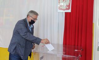Do 12 zagłosowało 25,69 proc. uprawnionych mieszkańców miast i 23,32 proc. mieszkańców wsi