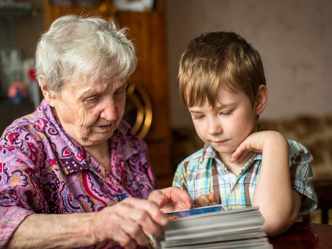 Poslala sam ćerku za raspust kod bake: Vratila mi se sa pismom zbog kog mi je KRV PROKLJUČALA