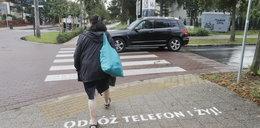 """Przejście """"offline"""" w Sopocie. Tak miasto apeluje do nieuważnych pieszych!"""