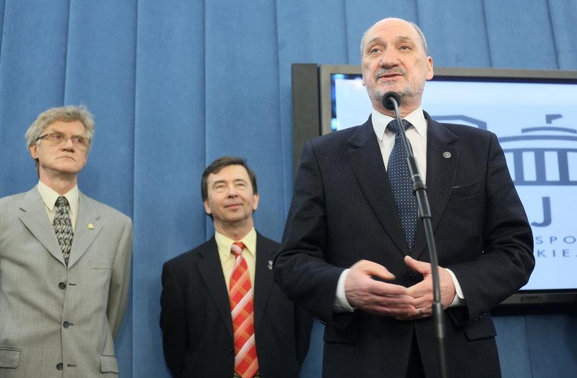 Antoni Macierewicz i Wiesław Binienda