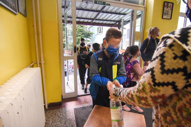 Novi Sad prvi dan skole skola djaci foto Nenad Mihajlovic 3