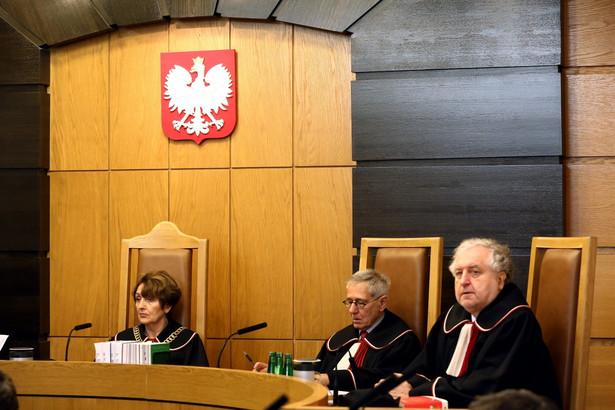 Sędziowie Małgorzata Pyziak-Szafnicka, Stanisław Rymar i Andrzej Rzepliński podczas rozprawy
