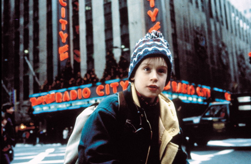 """Macaulay Culkin domaga się usunięcia kontrowersyjnej postaci z filmu """"Kevin sam w Nowym Jorku""""!"""